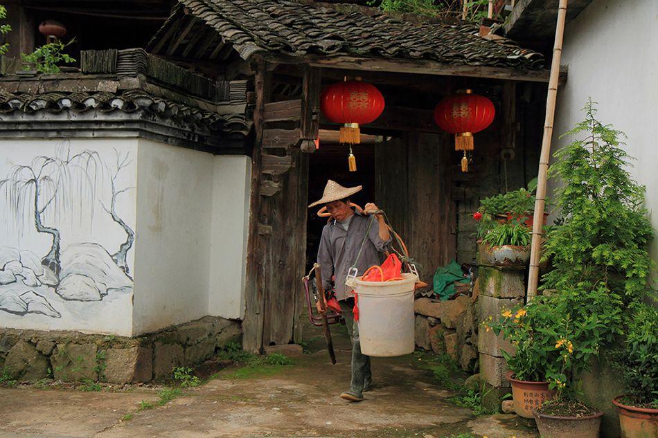 小院木结构老台门,为畲乡的典型的不可多得的一座老台门,有较高的畲乡
